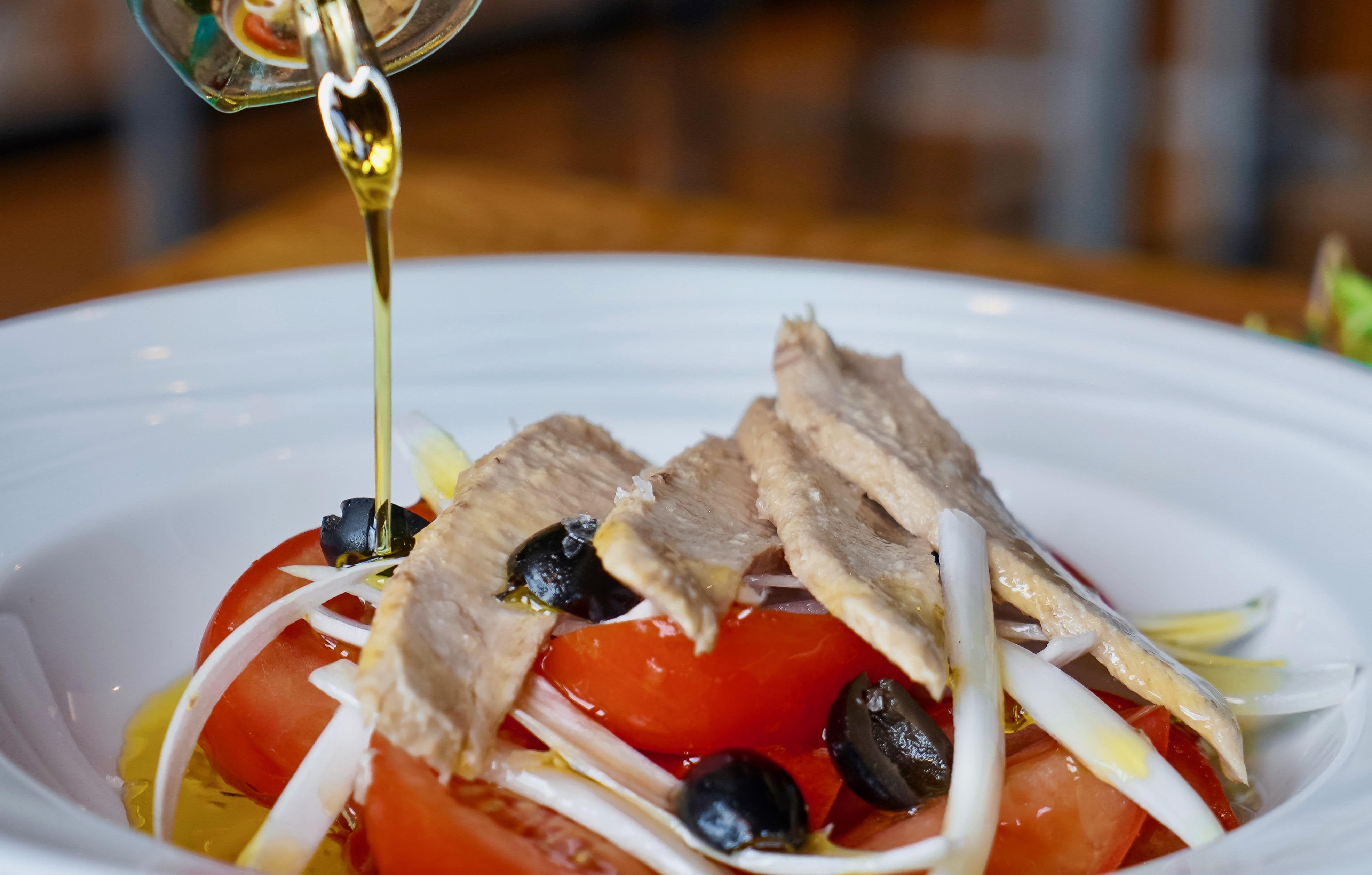 Ensalada de tomate con ventresca.